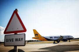 В случае с Monarch правительство впервые вернет всех пассажиров, а не только имеющих страховку