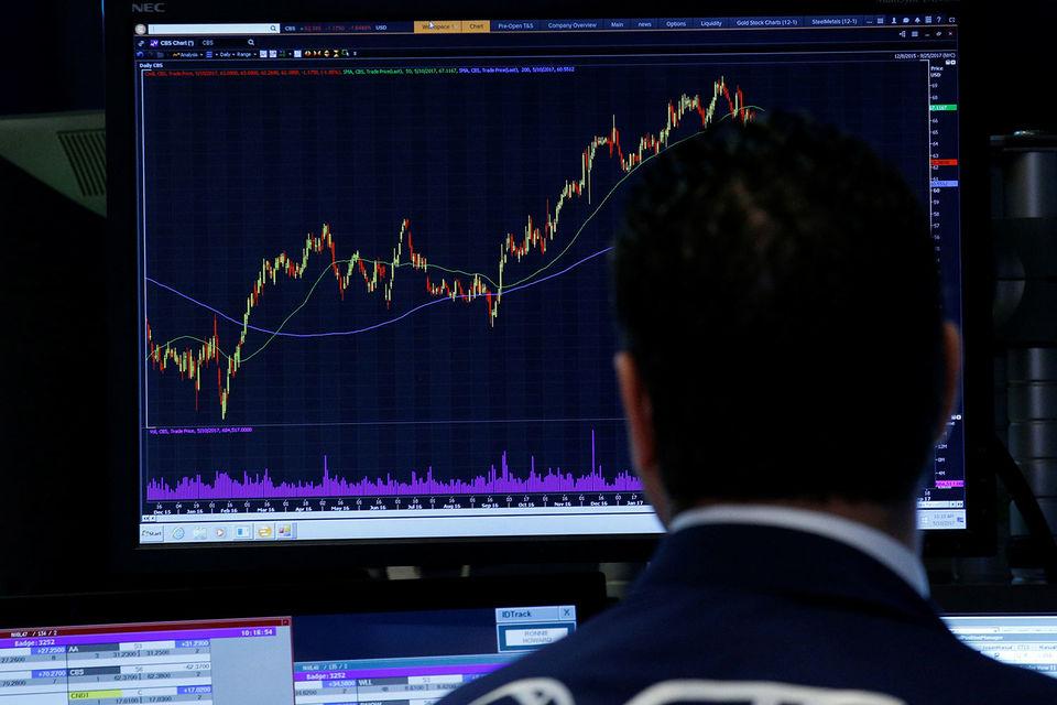 Существует теория, разработанная экономистом Хайманом Мински, согласно которой долгие периоды спокойствия на рынках приводят к большему риску на них