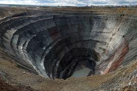 В начале сентября Иванов заявил, что рудник будет остановлен минимум до 2019 г.
