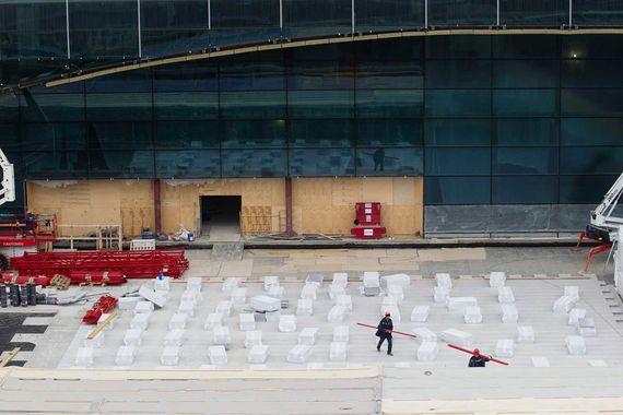 Площади нынешнего сегмента будут расширены в том числе за счет того, что таможенные и пограничные пункты будут перенесены в сегмент Т2, а Т1 будет обслуживать исключительно внутренние рейсы, рассказал директор по маркетингу «Домодедово нон-авиэйшн сейлз» Владимир Бурденко на форуме, организованном для арендаторов аэропорта