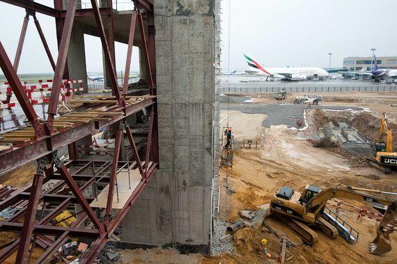 В галерее вылета предусмотрено 10 выходов на так называемые «мосты», ведущие к телетрапам (на фото). В том числе они будут способны принимать пассажирские суперлайнеры типа Airbus A380