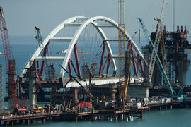 Автодорожная арка Керченского моста