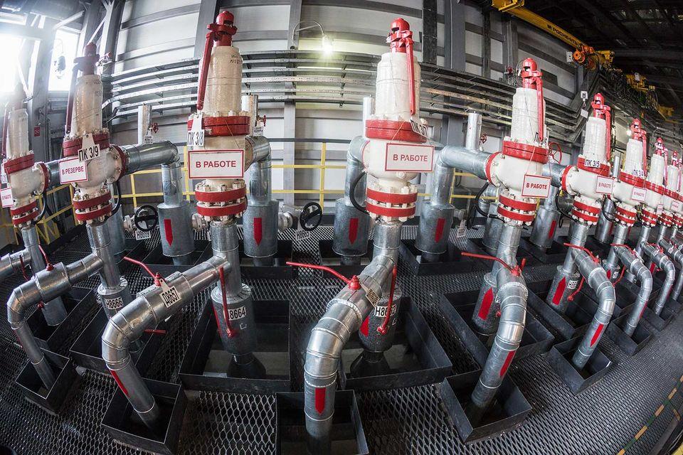 После сделки CEFC станет третьим крупнейшим акционером «Роснефти» после  госкомпании «Роснефтегаз» (50% плюс 1 акция) и BP (19,75%)