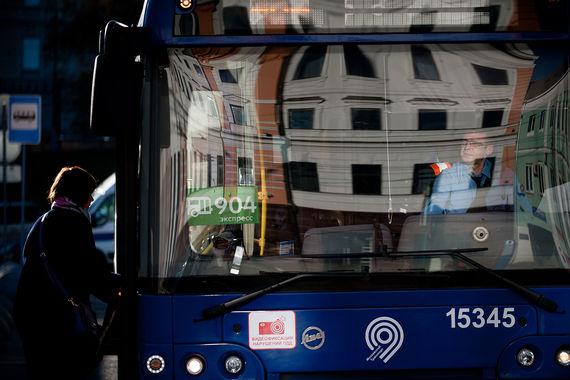 C 2021 г. власти Москвы перестанут закупать дизельные автобусы для использования на городских пассажирских маршрутах. Мэрия намерена ежегодно закупать по 300 электробусов, первый конкурс (несколько лотов), как ожидается, будет объявлен до 30 ноября 2017 г. Когда пройдет сам конкурс, пока неизвестно