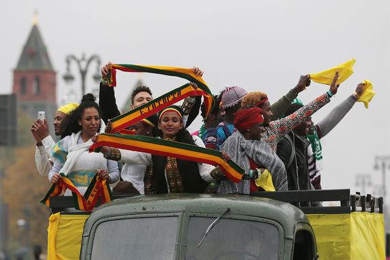Всемирный фестиваль молодежи и студентов вновь проходит в России. 14  октября он открылся Парадом карнавалов в Москве, а с 15 по 22 октября  будет проходить в Сочи