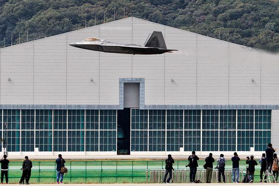 normal 1c1s Самолеты и танки оборонной выставки в Сеуле