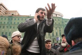Адвокат Дмитрий Аграновский предупреждает: у Белова (в центре на фото) очень мало шансов добиться признания факта политического преследования