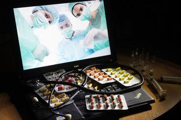 Пациенты Doc+ после назначения лечения могут увидеть в приложении рекомендованные врачом препараты и их аналоги, рассказывает представитель Doc+