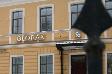 Портфель         проектов Glorax Development, по данным компании,  насчитывает 2,5 млн кв. м, в активной стадии         строительства шесть жилых комплексов и более 500 000 кв. м, большая часть проектов          находится в Петербурге