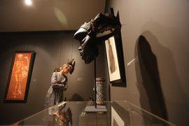 Маски украшают выставку Александра Яковлева