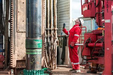 Рост эффективности сланцевой добычи приостановился, но высокие объемы производства пока не дают ценам на нефть расти