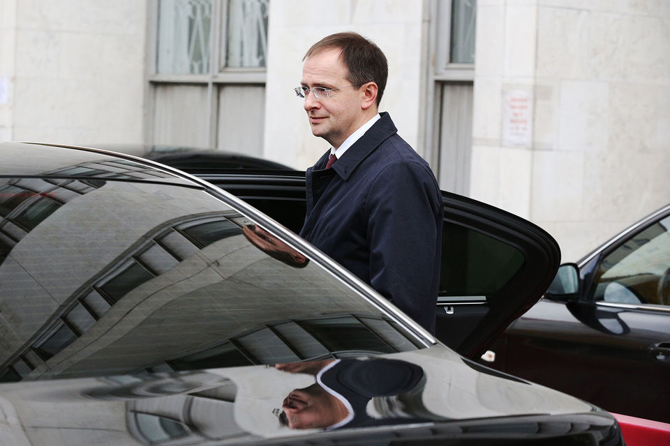 На заседание, которое было закрытым для журналистов, приехал сам Мединский, а также историк Константин Аверьянов, защищающий позицию министра