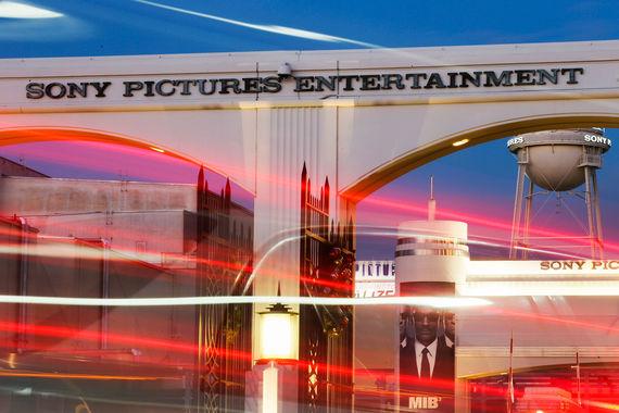 Вирус Lazarus в 2014 г. привел к масштабной утечке личных данных сотрудников Sony Pictures, электронной почты и неизданных фильмов киностудии. Потери компании были оценены в $100 млн (из них $83 млн – из-за потери готовящихся к прокату картин). Считается, что атака на серверы Sony была выполнена кибергруппой Lazarus, связанной с правительством Северной Кореи
