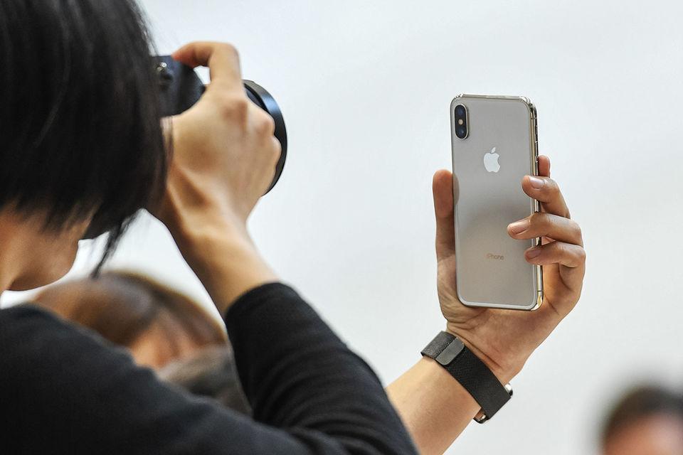 Дело не только в том, что iPhone X мало, но и в том, что спрос на него выше, чем на предыдущие модели