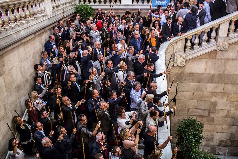 Премьер Испании объявил о роспуске парламента Каталонии