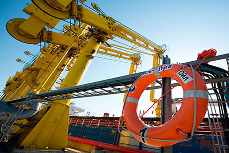 «Усть-Луга ойл» - владелец и оператор терминала, осуществляющего перегрузку нефтепродуктов с железнодорожного транспорта на морские танкеры, говорится на сайте компании