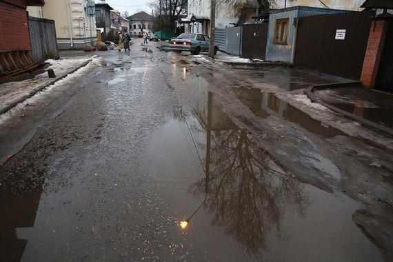 Замыкает десятку городов с самыми плохими дорогами Кострома. Состояние улиц и парковок в городе жители Костромы (1099 респондентов) оценили на 3,6 балла. В этом году на ремонт дорог в Костроме местная администрация планирует потратить около 210 млн руб., сообщает ИА REGNUM.