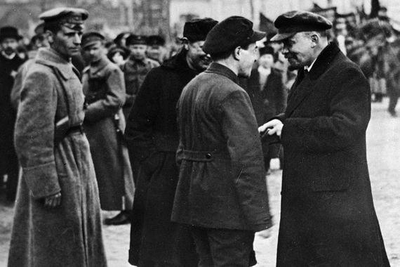 Спустя 100 лет у россиян вновь появилась возможность задать вопросы Ленину