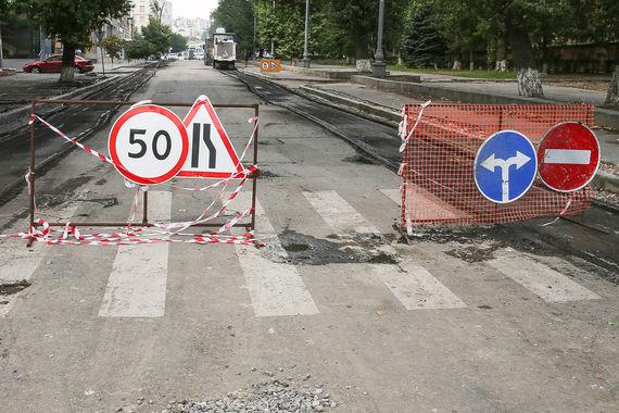 Жители Волгограда также жалуются на «отсутствие парковок, как платных, так и бесплатных», а также недовольны «пропускной способностью моста» (опрошено 4102 респондента)