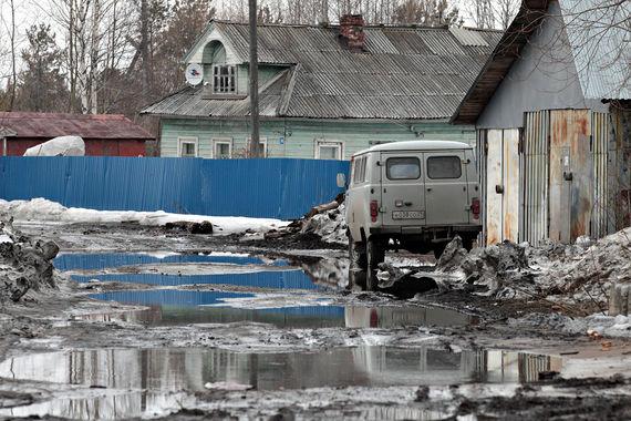 Не намного лучше состояние дорог и в Архангельске (3,6 балла). В  соцсетях жители города (опрошено 970 человек)  жалуются на то, что по  местным дорогам не то что проехать - «пройти без слез нельзя»