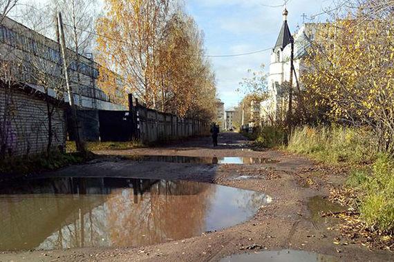 Город Рыбинск Ярославской области по состоянию дорог недалеко ушел от  своего областного центра, заняв 98-ю строчку рейтинга (3,5 балла). Жители  жаловались на то, что в городе «есть совершенно непроезжие участки»