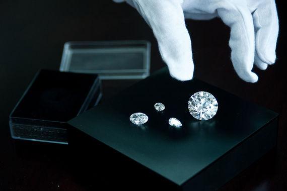 «Алроса» смягчит требования к покупателям алмазов