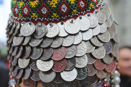 Рубль слабеет перед грядущими праздниками
