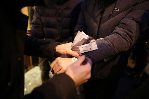 Люди записывались в список, их число в Москве превышало 300 человек