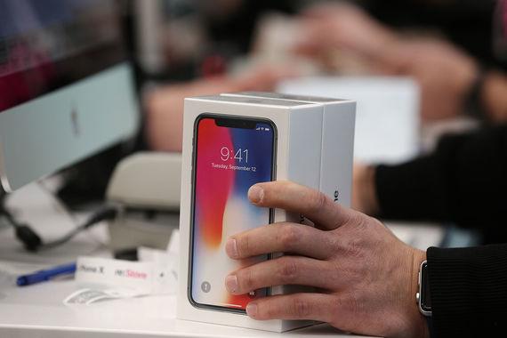 В одни руки работники re:Store отдавали не более двух телефонов, как правило, покупатели забирали оба
