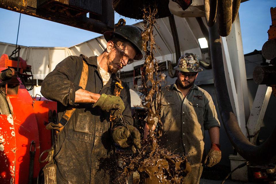 Сланцевая революция в США стала возможной благодаря росту  производительности нефтяников, которые совершенствовали способы  горизонтального бурения и гидроразрыва пласта