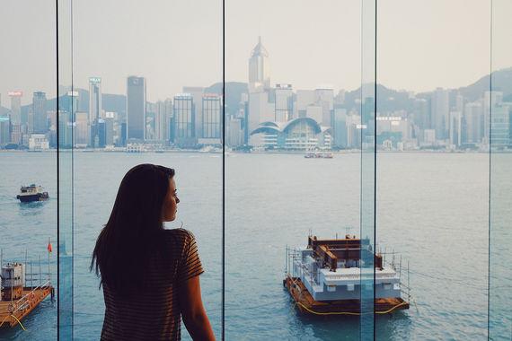 Аналитическая компания Euromonitor International опубликовала ежегодный рейтинг «Топ-100 городских направлений», основанный на официальных данных о посещаемости туристами стран и городов. Первое место в списке самых популярных направлений у туристов в 2017 г. занял Гонконг. По данным компании, к 1 сентября его посетили 25,7 млн туристов