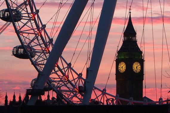Замыкает тройку самых посещаемых городов Лондон, куда за год приехали 19,8 млн. Популярность города не снижается, несмотря на то что он был и остается дорогим городом для путешественников. Например, в мае Deutsche Bank составил индекс стоимости романтических, но недорогих встреч в 47 городах мира. Провести день вдвоем в Лондоне будет стоить $127,9 - это один из самых высоких показателей
