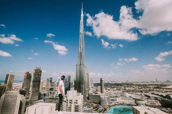 На пятом месте по популярности у туристов Дубай (16,6 млн). По данным Mastercard, Дубай – город, где туристы тратят больше всего. Например, в 2016 г. гости потратили в Дубае $28,5 млрд (что на 10% выше показателя 2015 г.). Стабильно много в Дубае тратят русские, утверждают в департаменте туризма и коммерческого маркетинга региона. По числу туристов Россия входит в десятку стран-лидеров, а по тратам - в тройку