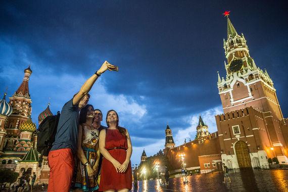 Из российских городов в рейтинг вошли Москва и Санкт-Петербург. По данным агентства, за год Москва опустилась с 46-го на 49-е место, ее посетили 4,6 млн гостей. По статистике Ассоциации туроператоров России, в 2016 г. столицу посетили 5 млн иностранцев – 2 млн из стран ближнего зарубежья и 3 млн из стран СНГ. Совокупно иностранные туристы в 2016 г. потратили чуть более $1 млрд, подсчитали аналитики Mastercard