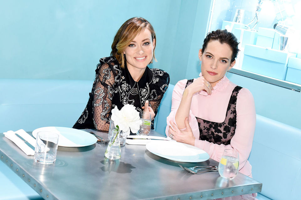 Актрисы Оливия Уйльд и Райли Кио на открытии обновленного бутика Tiffany & Co. в Нью-Йорке
