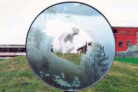 В арт-парке на территории строящегося ЖК «Символ» представлены скульптуры и инсталляции молодых российских художников