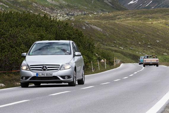 Рейтинг составлен на основании 10 млн проверок автомобилей, произведенных членами ассоциации TUV с июля 2016 г. по июнь 2017 г. Самым надежным 4-5-летним автомобилем назван Mercedes-Benz B-класса (кузов W 246, на фото). Также лучшие подержанные пятилетки - Porsche 911, Mazda CX-5, Audi Q5, Mercedes SLK, Seat Mi, Audi TT, Mercedes GLK, Opel Agila и Mercedes M-класса