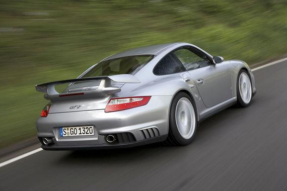 Основная модель Porsche названа лучшей среди 8-9-летних и 10-11-летних машин. При составлении рейтинга учитывалось число обнаруженных при техосмотре неисправностей, которые классифицировались по категориям: «незначительные» (разрешается дальнейшая эксплуатация, но дефекты необходимо устранить), «существенные» (допуск на дорогу не дается, недостатки необходимо устранить в течение четырех недель) и «небезопасное транспортное средство» (прекратить использование)