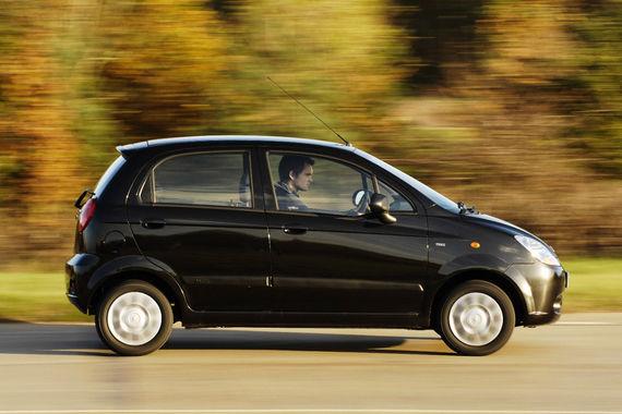 Малыш Chevrolet Matiz замыкает рейтинг надежности 8-9-летних машин вместе с Aveo первого поколения - 35,8% и 32,5% неисправных машин при средних 21%. Также хуже всех себя показывают на немецком техосмотре Dacia Logan и Sandero, Renault Kangoo и Megane, Citroen C4 и Berlingo, Peugeot 206, Kia Rio, VW Sharan и Mazda 5