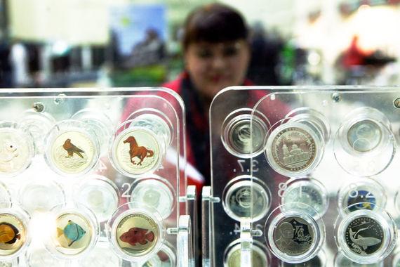 Даже пополнение коллекции монет и марок, судя по заявкам в МФК, изредка требует внешнего финансирования