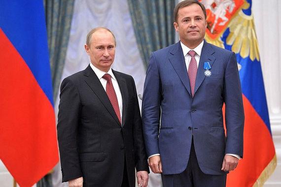 Гендиректору «Роскосмоса» Игорю Комарову президент вручил орден Почета