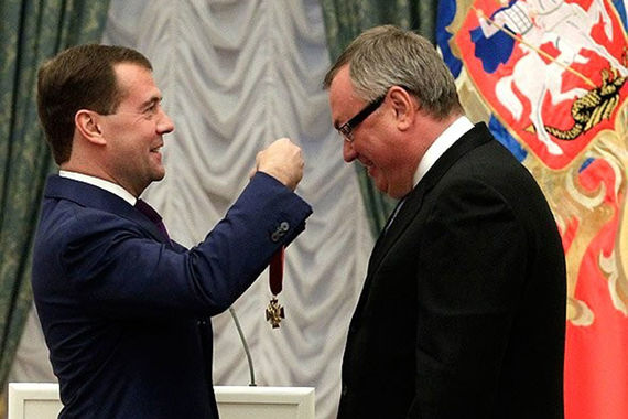 II степень получал президент - председатель правления ВТБ Андрей Костин. Третья и четвертая у него также имеются, а также орден Почета