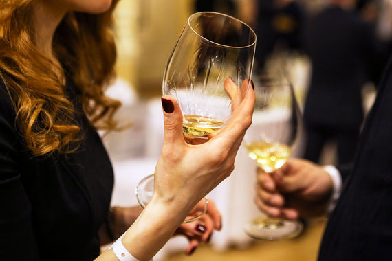 Находятся и такие, кто просят денег у микрофинансистов и на алкоголь, чаще всего на вино и водку