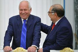 Гендиректор «Ростеха» Сергей Чемезов (слева) и совладелец USM Holdings Алишер Усманов смогут порадовать себя крупным госконтрактом