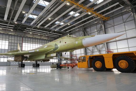 В 2015 г  Минобороны объявило, что оно закажет 50 модернизированных  самолетов  Ту-160М2. Показанный сегодня в Казани самолет построен с  целью показать  возможности серийного производства, кроме того, на нем  отрабатывается  ряд систем (в том числе модернизированные двигатели)  Ту-160М2