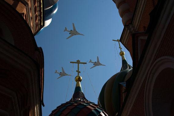 Ту-160    составляют основу дальней авиации - одной из трех частей триады    стратегических ядерных сил. Каждый ракетоносец способен нести 12 крылатых ракет,  которые могут    оснащаться ядерными боевыми частями