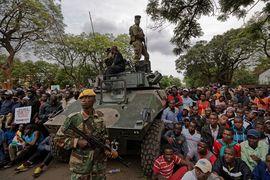 Если президент Мугабе не уйдет с должности до полудня понедельника, ему будет объявлен импичмент