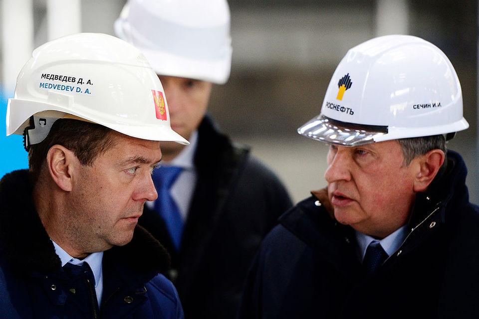 Премьер Дмитрий Медведев и главный исполнительный директор «Роснефти» Игорь Сечин