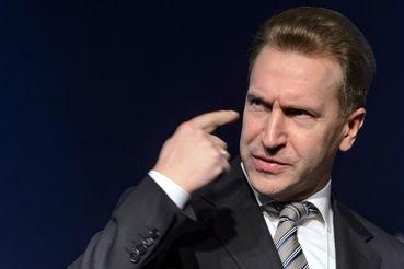 Первый вице-премьер предлагает решить, нужно ли объединять ФНС и ФТС