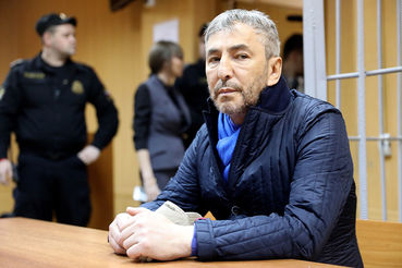 Суд рассматривал дело в особом порядке и без допроса свидетелей, так как Джабраилов признал вину